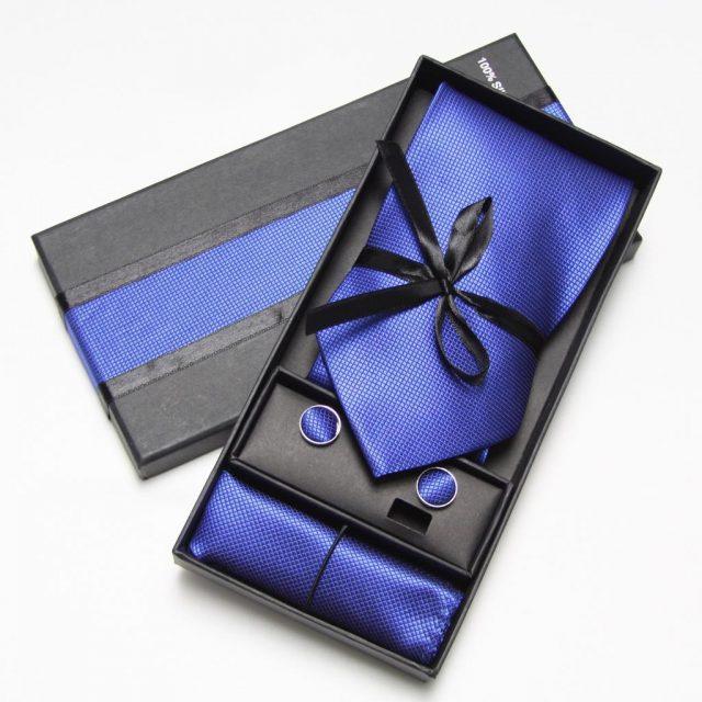 tặng cà vạt cho những chàng trai lịch lãm