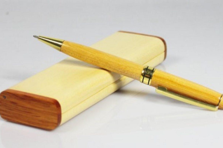 bút là lựa chọn phù hợp để tặng cấp trên